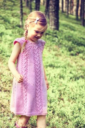 Платье для девочки с косами и круглой кокеткой