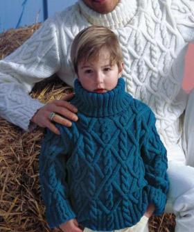 Объемный свитер с аранами для мальчика