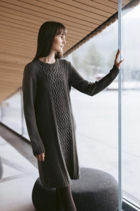 Свободное платье с узором из аранов