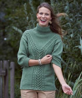 Пуловер с араном и высоким воротником