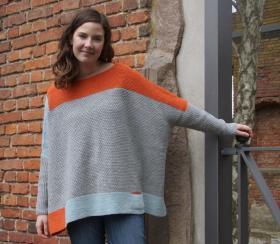 Широкий свитер спицами платочным вязанием - Фото 1