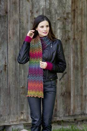 Яркий шарф узором зиг заг