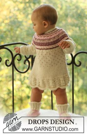 Платье спицами для девочки с цветным узором