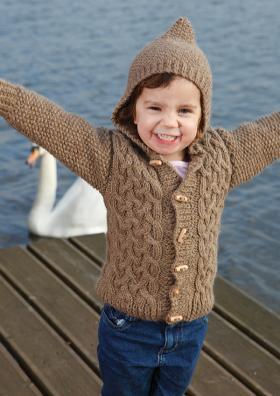 Жакет спицами с аранами и капюшоном для мальчика