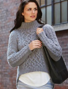 Пуловер спицами с асимметричным низом