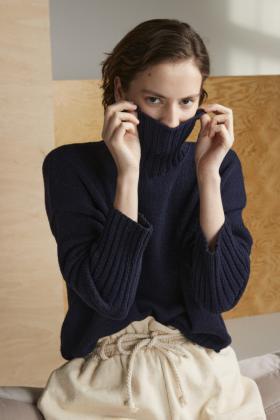 Базовый свитер с высоким воротником - Фото 1