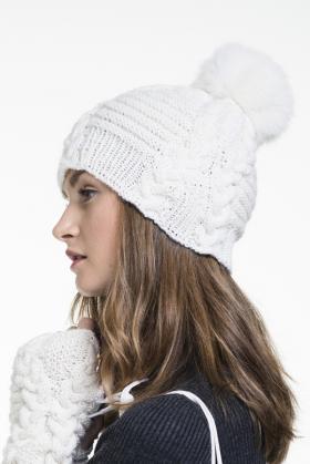 Белая шапка с косами