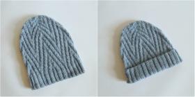 """И вот такая шапочка-трансформер """"три в одном"""". Её можно носить с подворотом или без (и тогда она будет удлиненная), а еще она совершенно одинаковая как с лицевой, так и с изнаночной стороны.  Использовалась пряжа DROPS NEPAL (65% шерсть, 35% альпака; 50"""