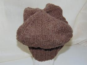 шапка моднявая вид сзади