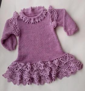Детское платье спицами с оборками крючком.Пряжа-полушерсть и лен.