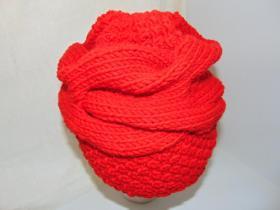 шапка из толстой пряжи с большой косой